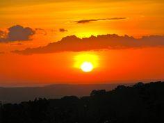 Bei einer kleinen Wanderung auf den Hängen des Vulkans im Rincon de la Vieja Nationalpark erlebten wir einen atemberaubenden Sonnenuntergang (Costa Rica 2009 - Tatjana Größbacher)