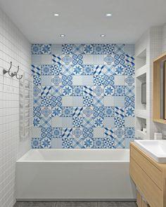 голубая плитка в стиле пэчворк в ванной комнате