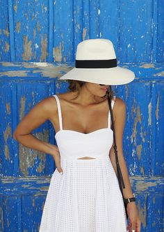 White summer dress and hat | boho travel outfit