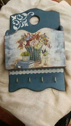 Pin by Vania Ragoussi on Decoupage Decoupage Art, Decoupage Vintage, Wooden Art, Wooden Boxes, Fabric Painting, Painting On Wood, Fun Crafts, Diy And Crafts, Primitive Painting