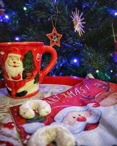 Merry Christmas to all! Merry Christmas To All, Christmas Ornaments, Sweet Home, Holiday Decor, Instagram, Tableware, Home Decor, Christmas, Dinnerware