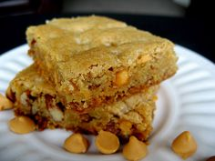 Butterscotch Blondies With looks like this it's no wonder that blondes have fun Made these earlier today/tasty will make again. Just Desserts, Delicious Desserts, Yummy Food, Tasty, Yummy Treats, Sweet Treats, Butterscotch Blondies, Cookie Recipes, Dessert Recipes