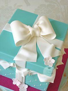 Gift box birthday cake | Isabelle Bambridge | Flickr
