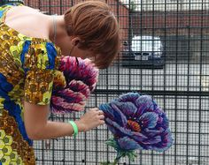 Garden Crafts, Garden Art, Embroidery Art, Embroidery Stitches, Crochet Rug Patterns, Fence Art, Yarn Bombing, Crochet Cross, Cross Stitch Art