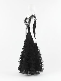 """Dress, Evening  House of Chanel  (French, founded 1913)   Designer:Gabrielle """"Coco"""" Chanel (French, Saumur 1883–1971 Paris)D"""