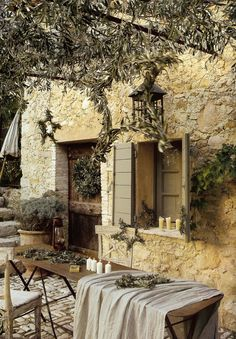Wanna get your own little piece of Provence outside? Decorate your outdoor space in this beautiful style, and you will be always excited by its cute and Country Stil, French Country House, French Farmhouse, French Country Decorating, Rustic French, Country Living, Country Kitchen, Country Life, Outdoor Rooms