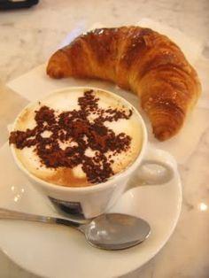 Cappuccino e cornetto.