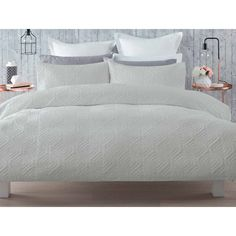 Simple, yet elegant, this quilt cover set will lend a classic touch to your bedroom decor. Includes 1 quilt cover and 2 pillowcases. Bedroom Couch, Home Decor Bedroom, Master Bedroom, Farm Bedroom, Bedroom Ideas, Quilt Cover Sets, Quilt Sets, King Beds, Queen Beds