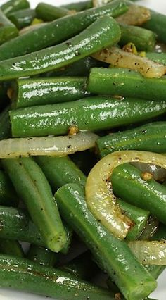 Green Beans and Onions, a quick and easy side dish for your next meal. Fresh green beans are tossed with flavorful sautéed onions, garlic, and butter. Side Dishes Easy, Vegetable Side Dishes, Vegetable Recipes, String Bean Recipes, Sauteed Green Beans, Side Dish Recipes, Veggies, Fresh Vegetables, Cooking Recipes