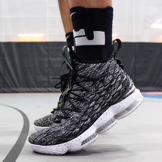 Lebron 15 Shoes, Nike Lebron, Basketball Stuff, Basketball Shoes, Shoe Room, Nike Air Jordans, Nike Air Max, Kinds Of Shoes, Air Max Sneakers