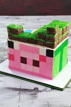 Minecraft Cake, Complete Video Tutorial http://www.youtube.com/watch?v=wAtj-41gPqM