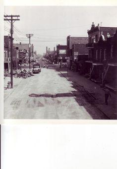 juin 1956 rue saint-hubert vers le sud,angle jean-talon   par Le présent du passé Montréal.