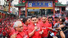 Barang tiruan Petaling Street bukan kerja Baju Merah untuk banteras - http://malaysianreview.com/145616/barang-tiruan-petaling-street-bukan-kerja-baju-merah-untuk-banteras/