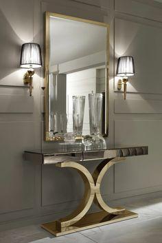 aménagement hall d'entrée maison table en métal design et d eux appliques en tissu noir transparent