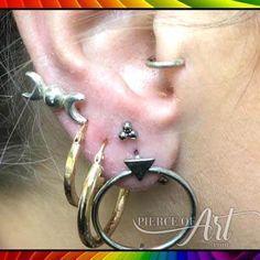 Ear lobe piercing done slightly higher than usual with a cluster stud by Pierce of Art Body Piercing Studio Chesterfield Ear Lobe Piercings, Body Piercings, Piercing Studio, Chesterfield, Tattoos, Earrings, Ideas, Jewelry, Art