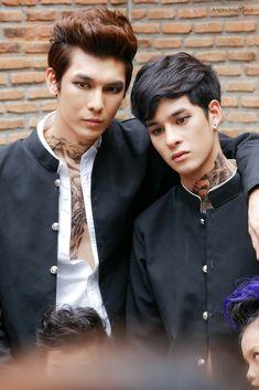 Verdad o falso que eran pareja Pree y Rambo yo no se 😬😬😬😬😬 the duck series . What The Duck, Lgbt Memes, Cute Gay Couples, Ulzzang Couple, Handsome Faces, Boys Like, Jackie Chan, Boyxboy, Fujoshi