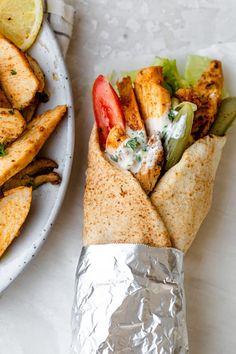 Wrap Recipes, Gourmet Recipes, Kitchen Recipes, Dinner Recipes, Lebanese Chicken, Shawarma Recipe, Cake Filling Recipes, Oven Roasted Chicken, Lebanese Recipes