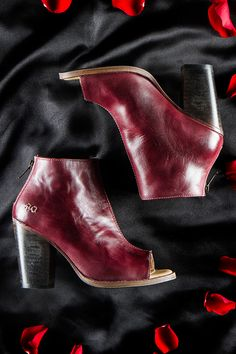 Kick of this week with the flawless open toed dark red heel, ONSET Fashion Shoes, Fashion Accessories, Short Boots, Dark Red, Leather Heels, Wedge Heels, Me Too Shoes, Pump, Favorite Things