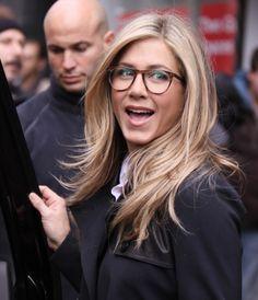 El año pasado estuvieron muy de moda estos lentes tipo hipster. Muchos  famosos como Jennifer Aniston los usaron ce0a1fd2023a
