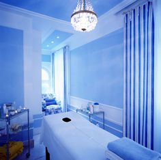 Hotel Bellevue Syrene - Sorrento Italy || Day spa || massage therapy room || esthetician room || aesthetician room || esthetics || skin care || body waxing || hair removal || body scrub || body treatment room || Blue hue
