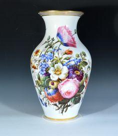 Porcelain Jewelry, Porcelain Vase, Painted Porcelain, Flower Vases, Flower Pots, Kitchen Ornaments, Flower Frog, China Painting, Floral Bouquets