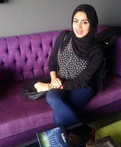 Beautiful Muslim Women, Beautiful Wife, Beautiful Hijab, Arab Girls Hijab, Girl Hijab, Muslim Women Fashion, Womens Fashion, Hijab Jeans, Muslim Beauty