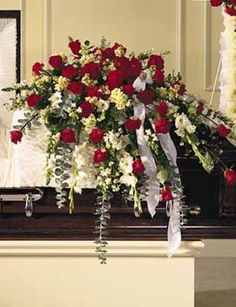 Order Traditional Red & White Casket Spray from Orchid Flower Shop, your local Mississauga florist. For fresh and fast flower delivery throughout Mississauga, ON area. Casket Flowers, Grave Flowers, Cemetery Flowers, Funeral Flowers, Arrangements Funéraires, Funeral Floral Arrangements, Gerbera, Funeral Caskets, Funeral Sprays