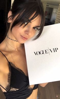 Image about beauty in Jenner, Kendall by D❁ on We Heart It Trendy Haircuts, Girl Haircuts, New Haircuts, Hairstyles With Bangs, Pretty Hairstyles, Full Fringe Hairstyles, Bangs Hairstyle, Hair Bangs, Fringe Haircut