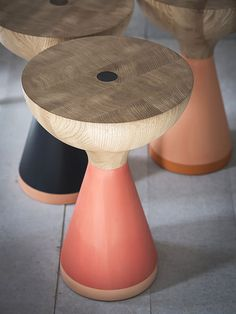 Banqueta de Madeira Forma Arredondada. Designer: PINCH. Fotógrafo: James Merrell.