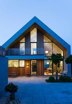 Architectural house facade in Denmark made of wood and metal. Villa Design, Modern House Design, Gable House, Modern Barn, Forest House, Facade House, House Facades, Home Fashion, Exterior Design