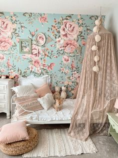 This stunning girly kids room wallpaper will bring the perfect vintage vibe to any space. Girls Bedroom Wallpaper, Kids Room Wallpaper, Big Girl Bedrooms, Little Girl Rooms, Toddler Girl Rooms, Blue Bedroom Ideas For Girls, Girls Flower Bedroom, Kids Bedroom Ideas For Girls, Ikea Toddler Room