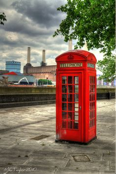 The classic red British phone box Pimlico, London, with the old Battersea Power Station in the background. Battersea Power Station, Telephone Booth, London United Kingdom, London Hotels, London Calling, London Travel, Travel Images, British Isles, London England