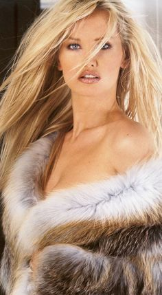 ooooohhh, I love feathers... and furs... and glitter and I am a blonde.... just having my moments... lol...!!!