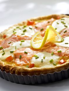 Szybka tarta z łososiem, mozzarellą i pomidorami - Kuchnia Lidla #lidl #przepis #tarta #losos