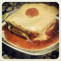 La francesinha es un plato típico de Oporto. La receta original se basa en kilos de carne, queso y salsa.. Así que he sustituido la ...