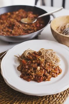 "Cocoon Cooks Mushroom & Walnut Spicy ""Bolognese"" - A vegan, spicy take on a great italian classic. plant-based, healthy and delicious! Mushroom Recipes, Veggie Recipes, Pasta Recipes, Whole Food Recipes, Vegetarian Recipes, Cooking Recipes, Healthy Recipes, Cooking Tips, Vegan Foods"