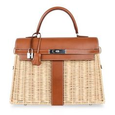 Guaranteed authentic Limited Edition Hermes 35 Picnic Kelly bag features Osier Wicker and warm Fauve. Hermes Kelly Bag, Hermes Kelly Taschen, Hermes Bags, Hermes Handbags, Hermes Purse, Brown Handbags, Hermes Birkin, Fashion Handbags, Picnic Bag