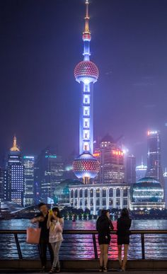 Discover the best of Shanghai and all of its charming contrasts in our latest City Guide!