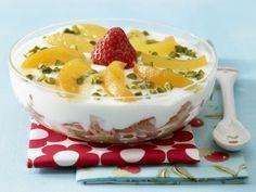 Schichtspeise: Mit Erdbeeren, Aprikosen und Pistazien richtig lecker und dazu gesund. Auch toll für Kinderfeste und Kindergeburtstag!