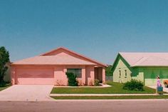"""Suburbia in """"Edward Scissorhands,"""" Tim Burton, 1990 Retro Aesthetic, Film Stills, Photos, Pictures, Arcade, The Neighbourhood, In This Moment, House Styles, Places"""
