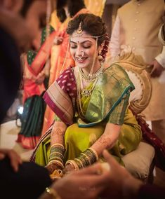 Indian Bridal Photoshoot Fashion Styles 68 Ideas For 2019 Indian Bridal Photos, Indian Bridal Outfits, Indian Bridal Hairstyles, Indian Bridal Fashion, Indian Bridal Makeup, Bridal Pictures, Bride Hairstyles, Bridal Pics, Bridesmaid Pictures