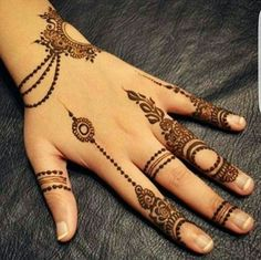 Simple Mehendi designs to kick start the ceremonial fun. If complex & elaborate henna patterns are a bit too much for you, then check out these simple Mehendi designs. Finger Henna Designs, Modern Mehndi Designs, Mehndi Design Pictures, Mehndi Designs For Girls, Mehndi Designs For Fingers, Beautiful Henna Designs, Latest Mehndi Designs, Simple Mehndi Designs, Henna Tattoo Designs