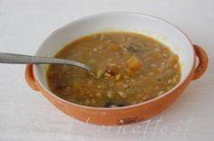 Zuppa di farro con funghi piselli e crema di zucca