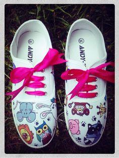 Zapatillas pintadas con animalitos Detalles huellas de animales