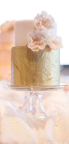 Blush and gold wedding cake Beautiful Cakes, Amazing Cakes, Gold Cake, Metallic Cake, Metallic Gold, Gold Leaf, Wedding Cake Inspiration, Wedding Ideas, Wedding Reception