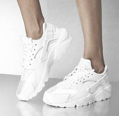 Ein echter Sommer-Sneaker: Nike Huarache aus Mesh. Hier entdecken und shoppen: http://sturbock.me/Gsf