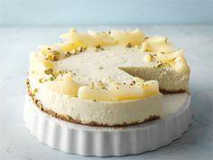 Säilykepäärynöistä valmistuu hienostunut juustokakku, joka sopii juhlaan kuin juhlaan.