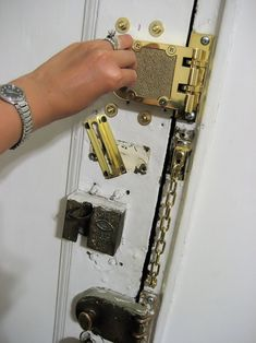 New York Apartment Safety  Magic Eye Police Lock