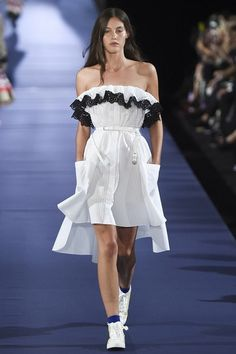 View the complete Alexis Mabille Spring 2017 collection from Paris Fashion Week.