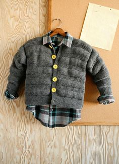 Boys jacket has a bright lining knit right in, cleverly forming pockets for fiber fill. It's the big boy version of our baby jacket, Baffin from booklet 292 DK Baby. Directions are for children's size 2.  Changes for sizes 4, 6, 8, 10 and 12 are in parentheses.